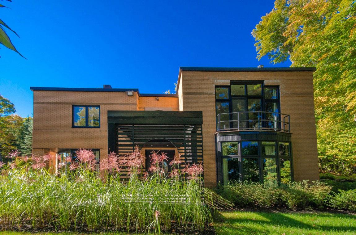 Kanadensiskt hus med modern inredning designad av ActDesign-2 Kanadensiskt hus med modern inredning designad av ActDesign