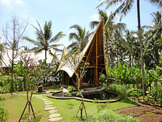 bal2 Miljövänliga hus som en del av en grön by på Bali Designad av Ibuku Studio