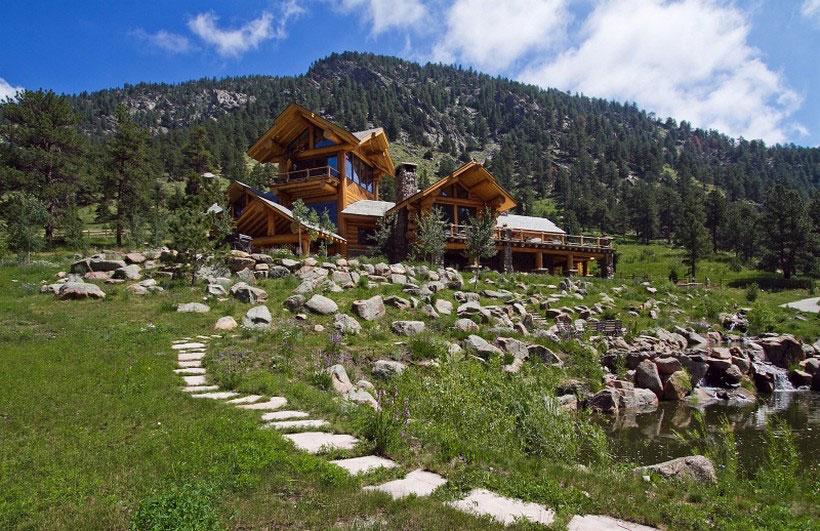 A-mysigt och naturligt timmerhus Designat av Kathy-Scott-21 Ett mysigt och naturligt timmerhus