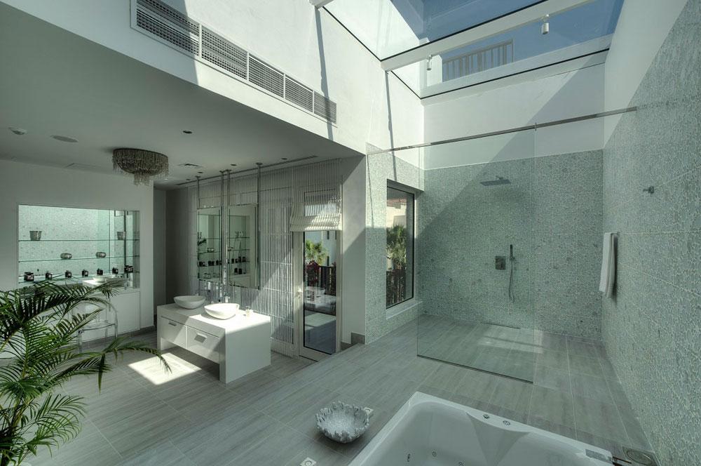 Badrum-med-takfönster-som-gör-dig-omprövar-hur-du-återskapar-11-Badrum-med-takfönster som får dig att ompröva hur du designar dem