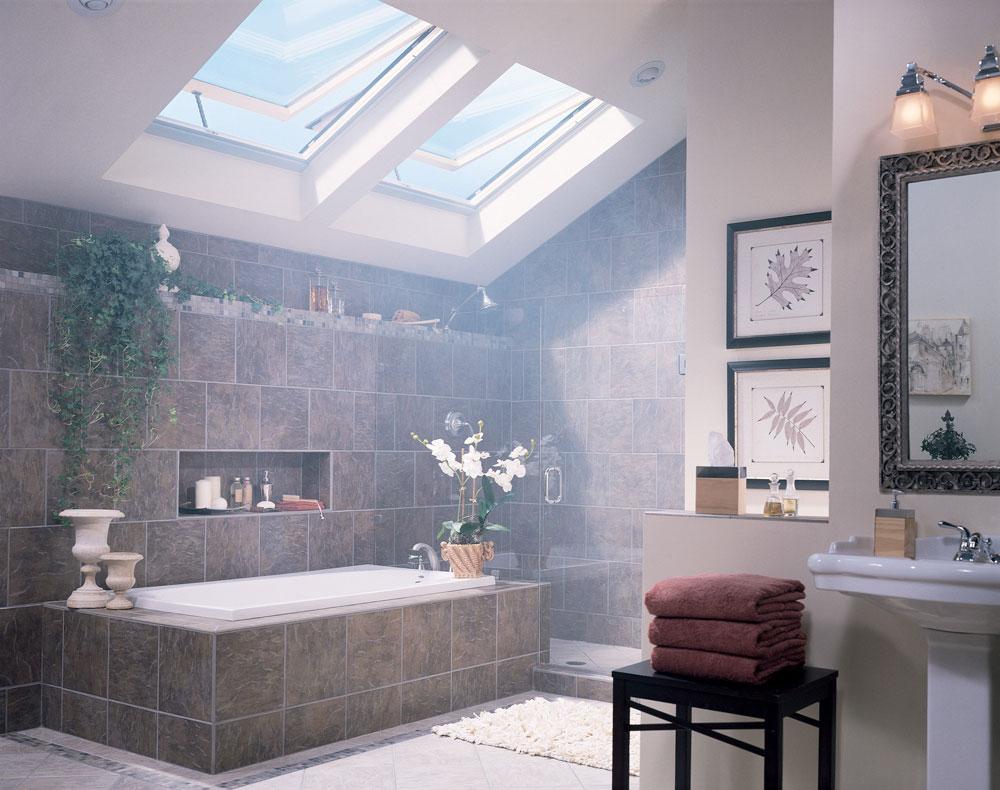 Badrum med takfönster som får dig att tänka igenom hur du utformar 6 badrum med takfönster som får dig att ompröva din design