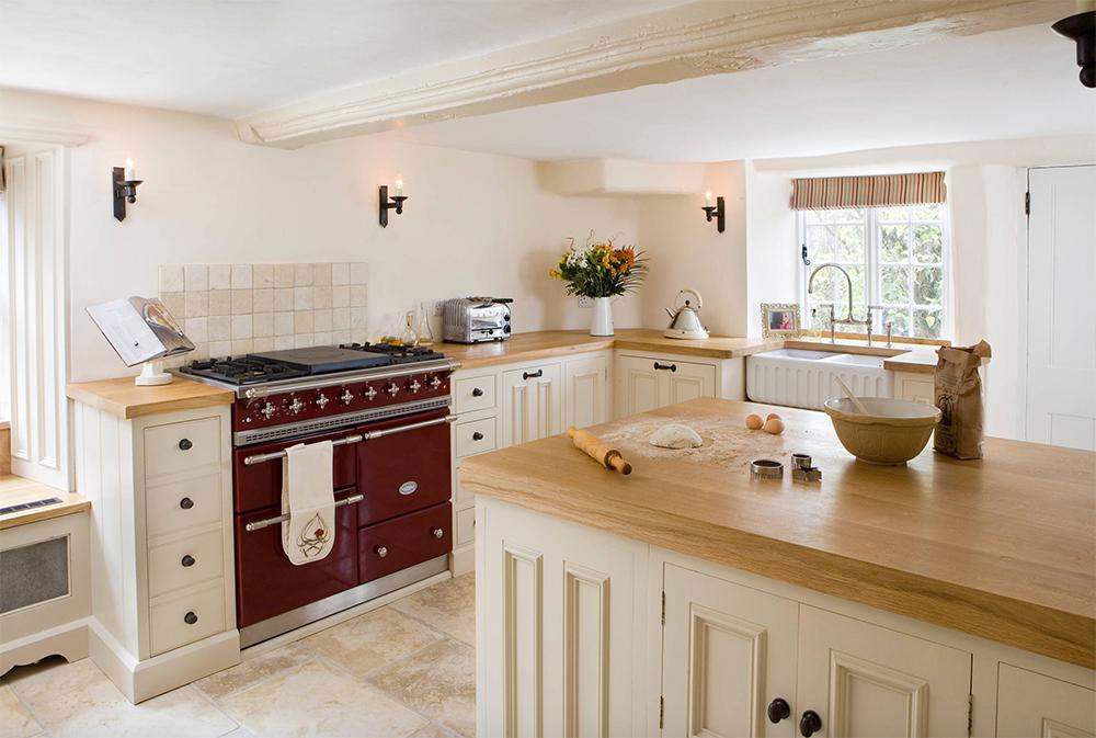 Mysig stuga-by-Hill-Farm-Furniture-Ltd Country Kitchen: mönster, idéer, skåp och dekor