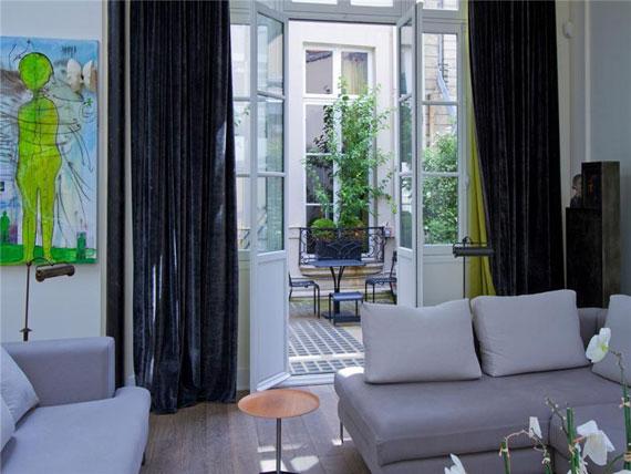Paris Trevlig och rymlig takvåning i Paris med målat tak