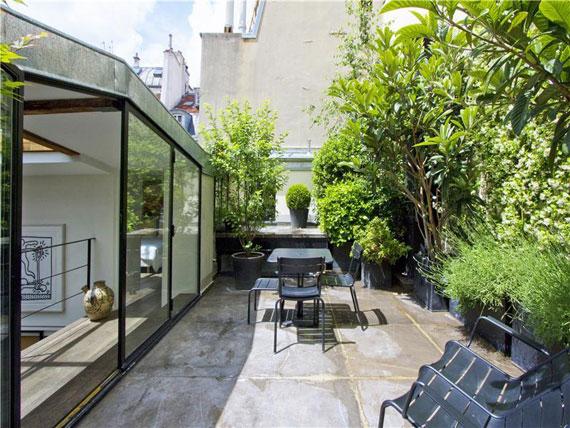 paris11 Trevlig och rymlig takvåning i Paris med målat tak