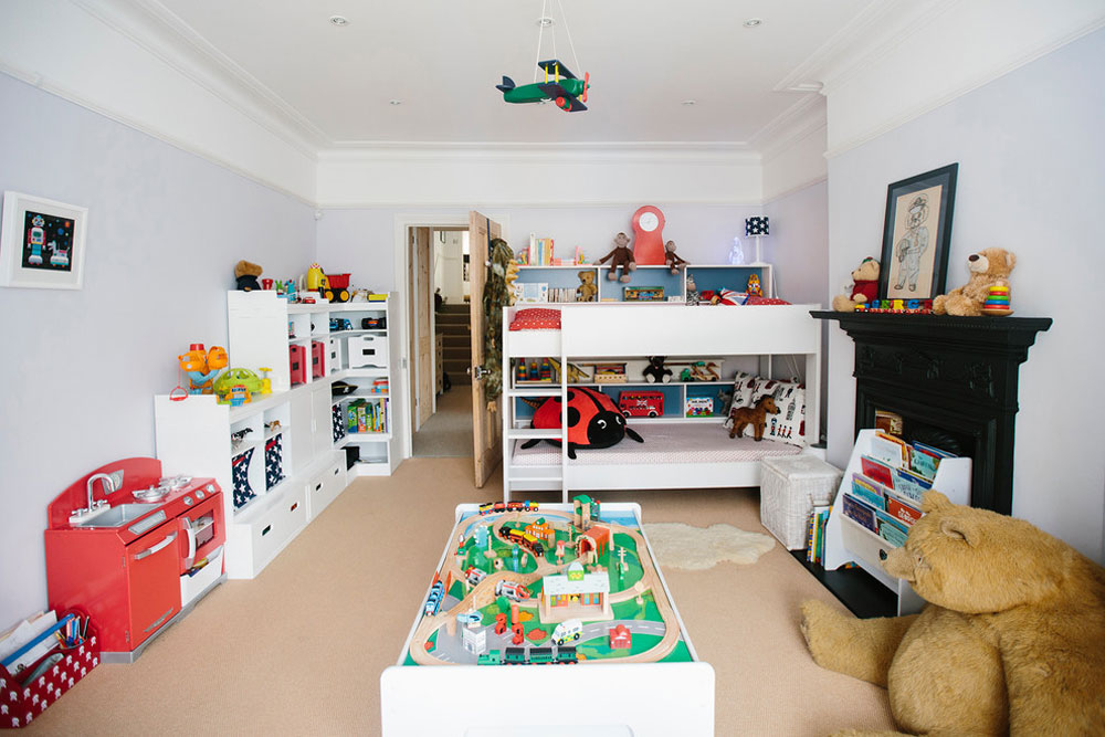 Georges-Bedroom-Age-3-by-My-Skräddarsydda-Room-Ltd leksaksförvaringsidéer för att hålla rummet snyggt och organiserat