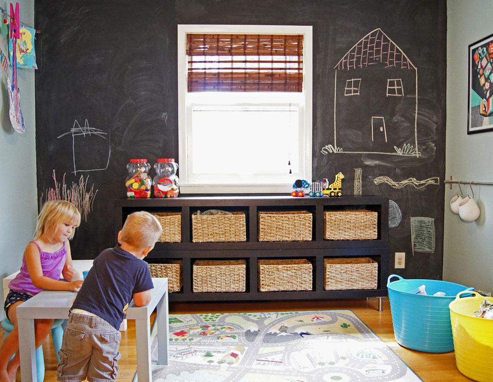 Eden-Prairie-Home-by-Wind-and-Willow-Home idéer för leksaksförvaring för att hålla utrymmet snyggt och organiserat