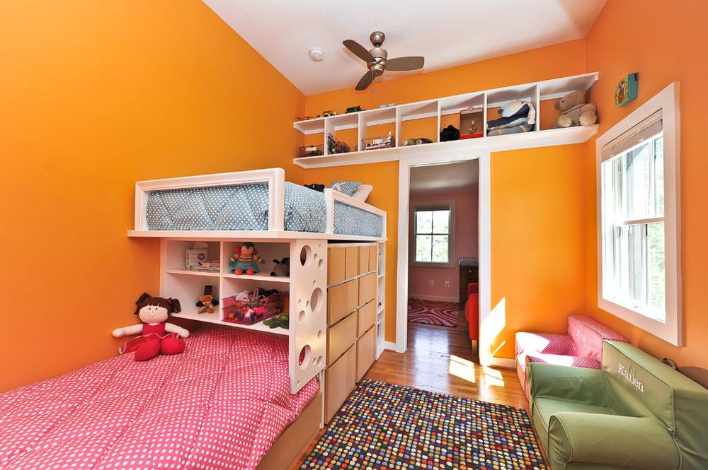 Cape-Code-Renovation-by-Alair-Homes-Arlington-toy-lagring-idéer för att hålla utrymmet snyggt och organiserat