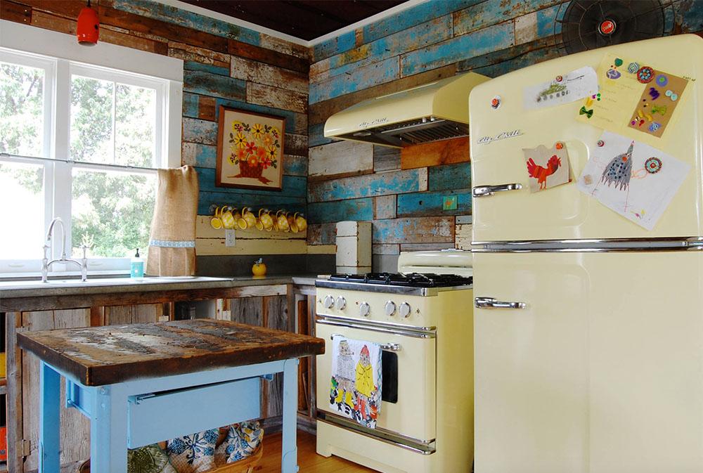 Färgglada-vintage-finner-fyll-en-chic-modern-bondgård-av-Corynne-Pless Gult kök: dekor, mattor, tillbehör och idéer