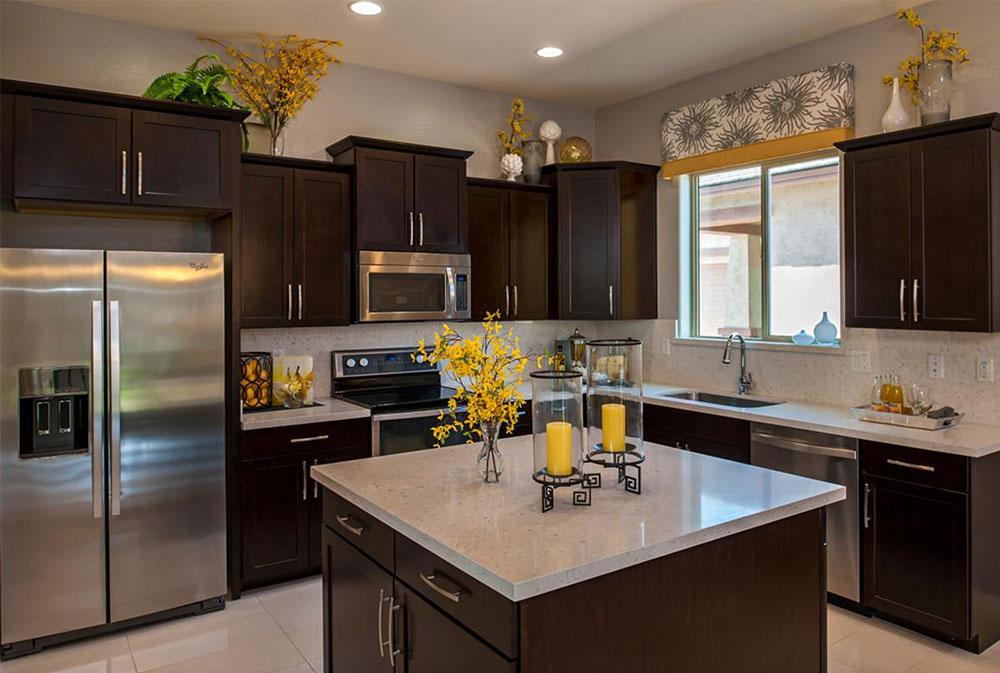 The-Barberry-Plan-at-Villages-at-Val-Vista-Phoenix-AZ-by-Meritage-Homes Yellow kitchen: dekorativa mattor, tillbehör och idéer