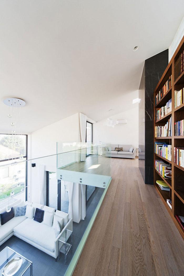 81677574338 Modernt sommelierhus designat av Sandor Duzs och Architema