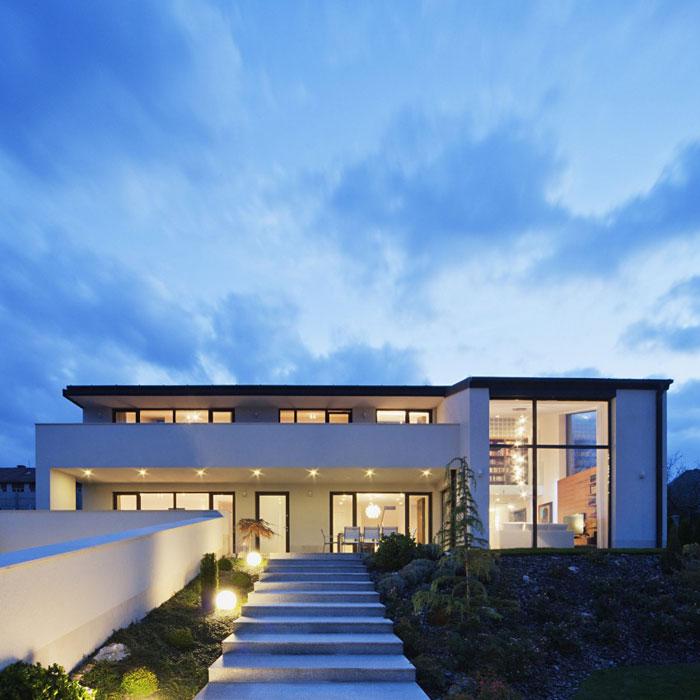 81677657440 Modernt sommelierhus designat av Sandor Duzs och Architema
