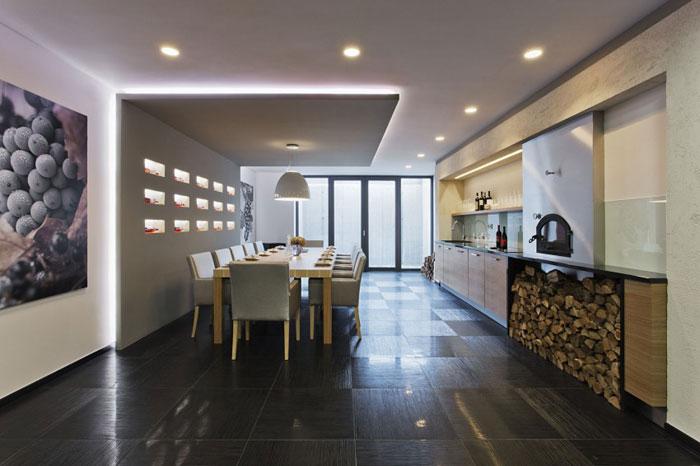 81677643432 Modernt sommelierhus designat av Sandor Duzs och Architema