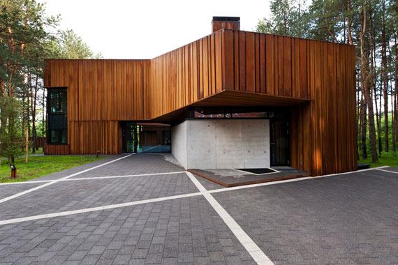 52215003305 Fantastiskt designat hus bland tallarna i Vilnius