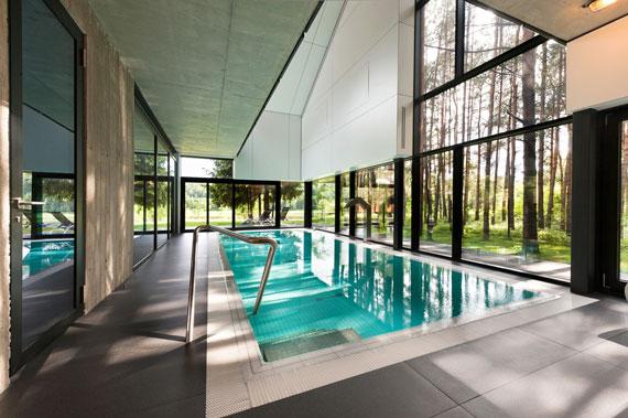 52215083138 Fantastiskt designat hus bland tallarna i Vilnius