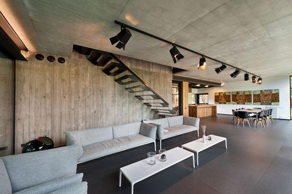 52215061601 Fantastiskt designat hus bland tallarna i Vilnius