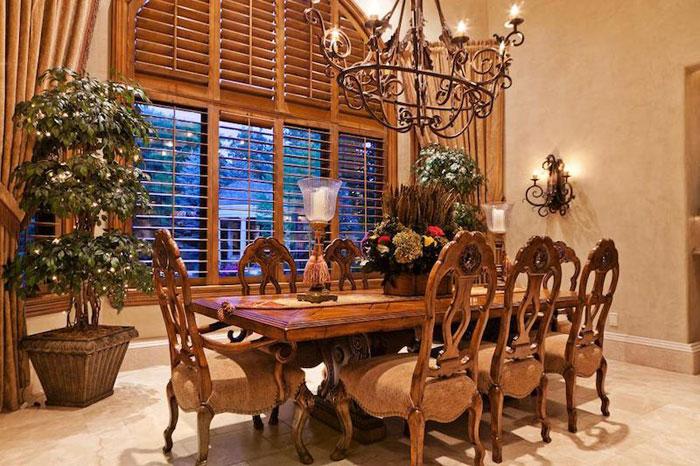 84912591517 Vacker herrgård med traditionell inredning - Holladay Estate