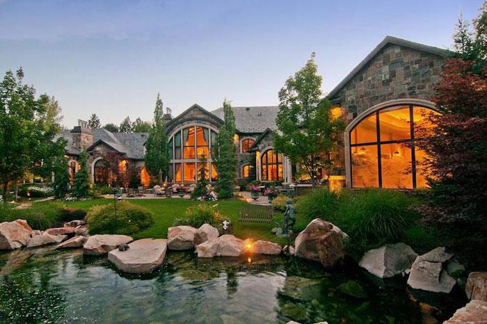 84912498802 Vacker herrgård med traditionell inredning - Holladay Estate