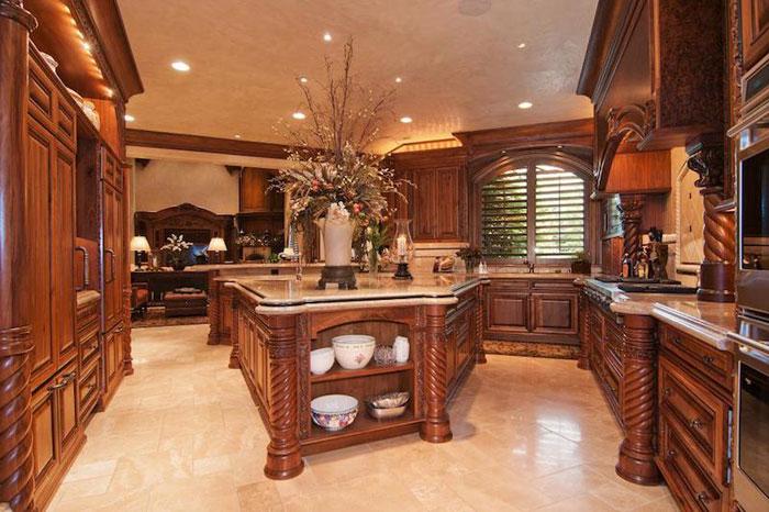 84912579262 Vacker herrgård med traditionell inredning - Holladay Estate