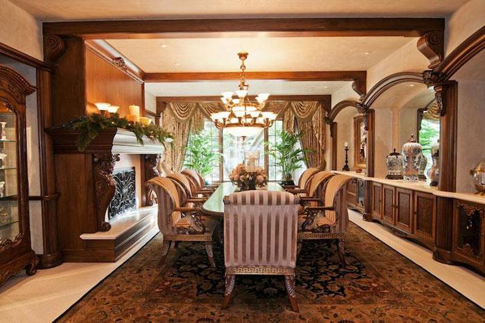 84912514147 Vacker herrgård med traditionell inredning - Holladay Estate