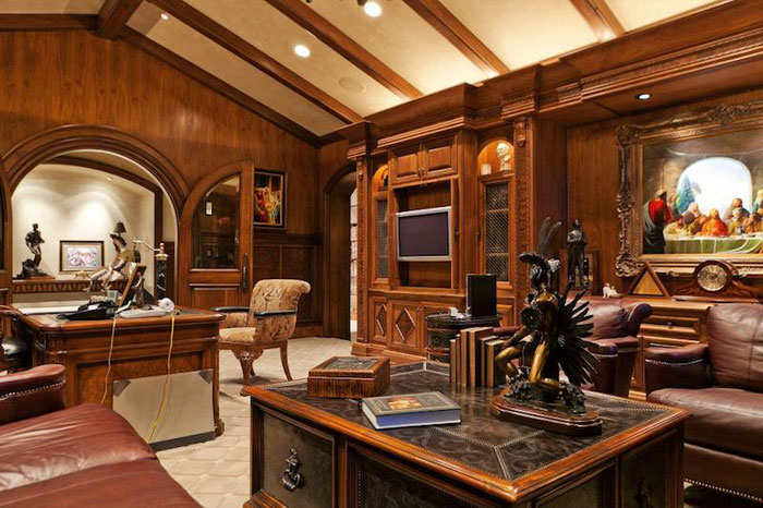 84912667597 Vacker herrgård med traditionell inredning - Holladay Estate