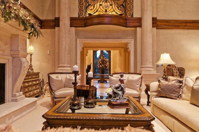 84912602387 Vacker herrgård med traditionell inredning - Holladay Estate