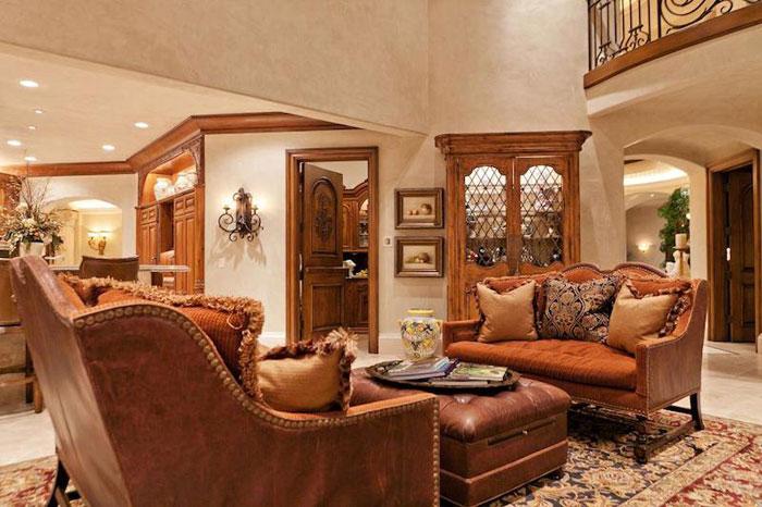 84912527472 Vacker herrgård med traditionell inredning - Holladay Estate