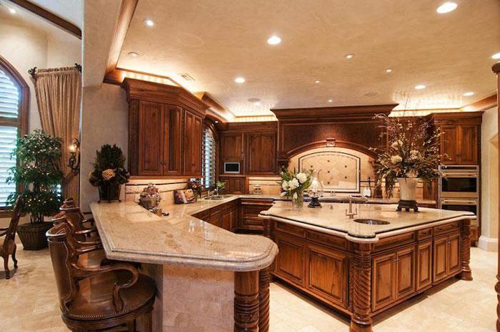 84912584837 Vacker herrgård med traditionell inredning - Holladay Estate