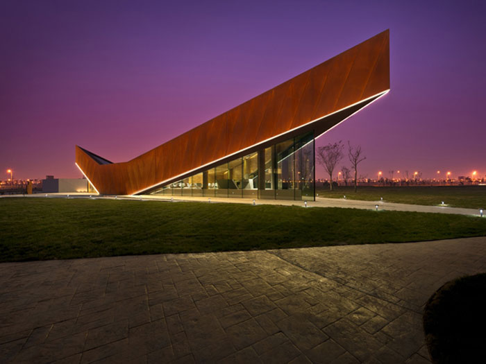 69682789470 Arkitekturfönster: byggnader med skarpa vinklar