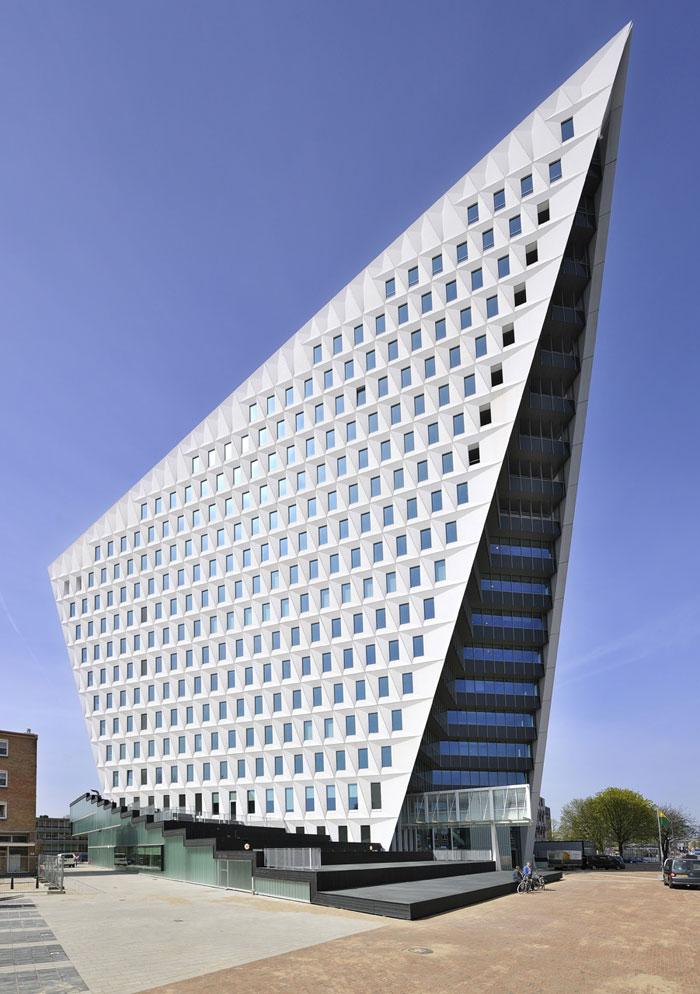 69682758273 Arkitektur: byggnader med skarpa vinklar