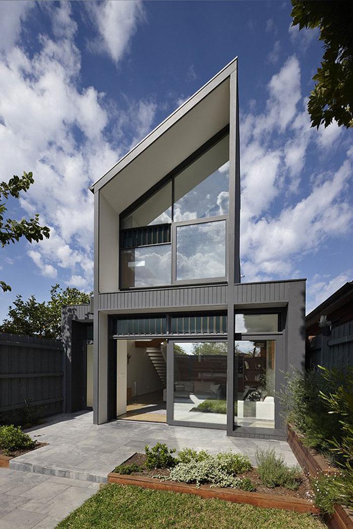 69682727857 Arkitektur: byggnader med skarpa vinklar