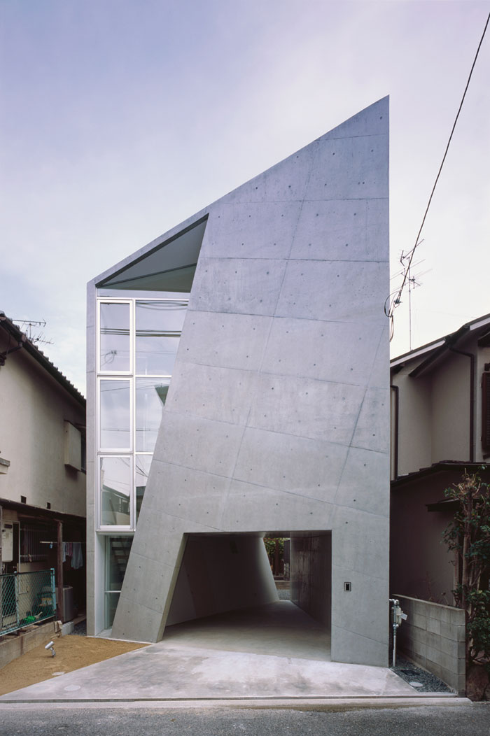 69682695635 Arkitekturfönster: byggnader med skarpa vinklar