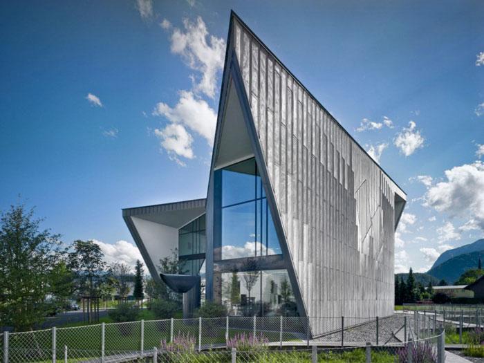 69682703423 Arkitekturfönster: byggnader med skarpa vinklar