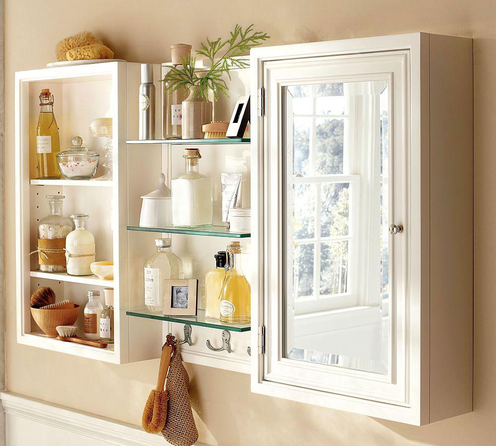smal-badrum-medicin-skåp-med-glas-hyllor-också-spegeldörrar 6 Vackra glasprodukter för modern inredning