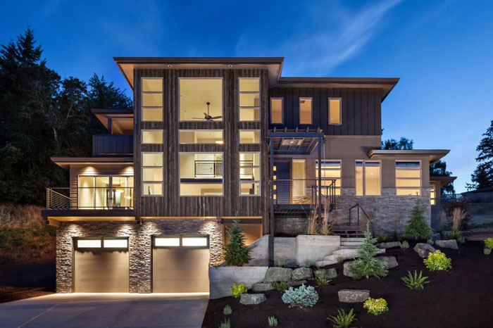82285482486 Hus med natursten och trä exteriör och en avancerad interiör
