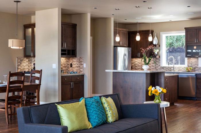 82285442629 Hus med natursten och trä exteriör och en avancerad interiör