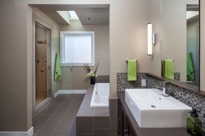 82285474245 Hus med natursten och trä exteriör och en avancerad interiör