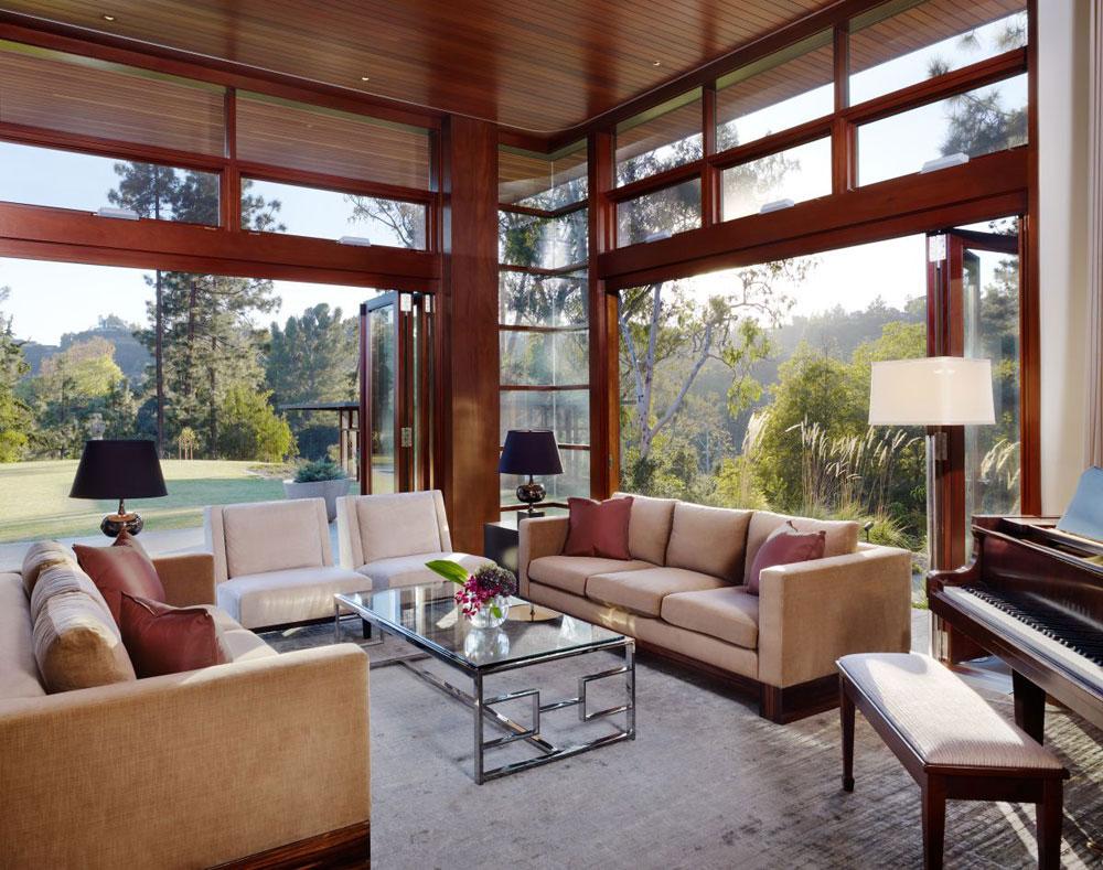 Lyxigt hem omgivet av träd som kompletterar dess eleganta möbler.  7 Lyxigt hem omgivet av träd som komplimangerar dess eleganta möbler