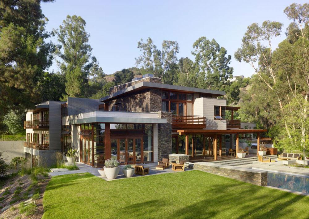 Lyxigt hem omgivet av träd som kompletterar dess eleganta möbler.  2 Lyxigt hem omgivet av träd som kompletterar dess eleganta möbler