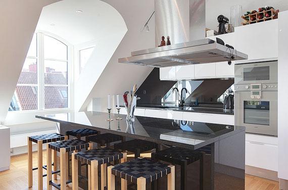 swe11 Lyxig takvåning i svensk stil på Övre våningen i Östermalm, Stockholm