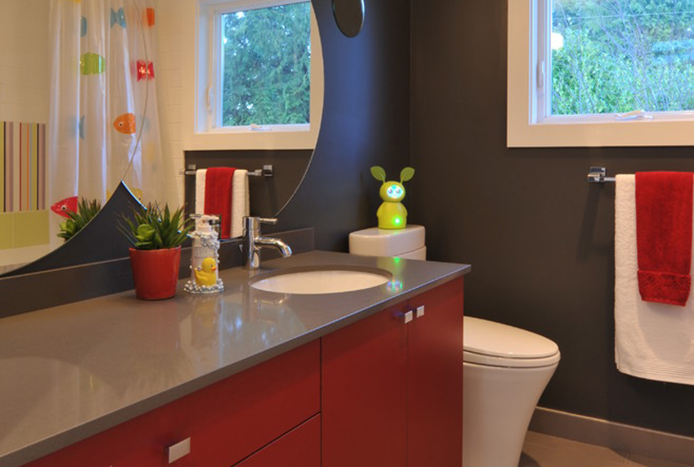 sherwood-by-cci-renovations Röda badrumsidéer: mattor, tillbehör och dekor