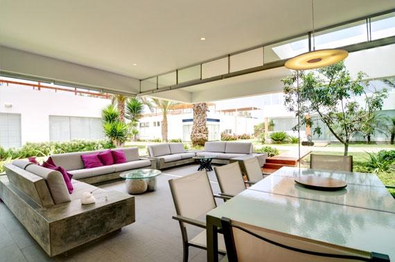48203060223 Modernt hus Casa Seta designat av Martin Dulanto