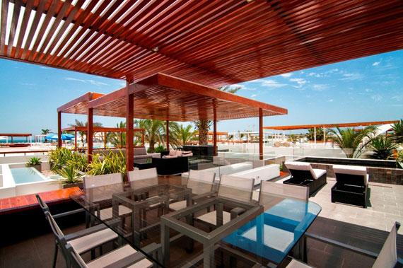 48202997717 Modernt hus Casa Seta designat av Martin Dulanto