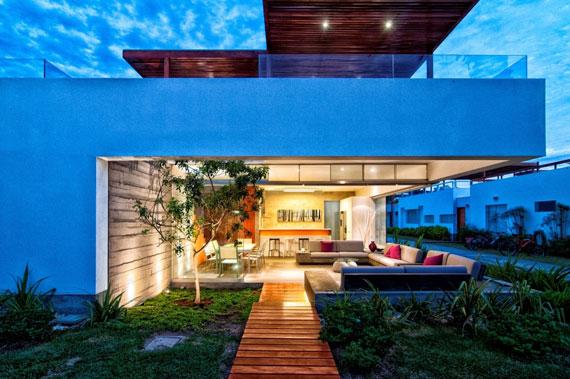 48203116916 Modernt hus Casa Seta designat av Martin Dulanto