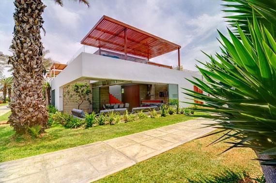 48202973667 Modernt hus Casa Seta designat av Martin Dulanto