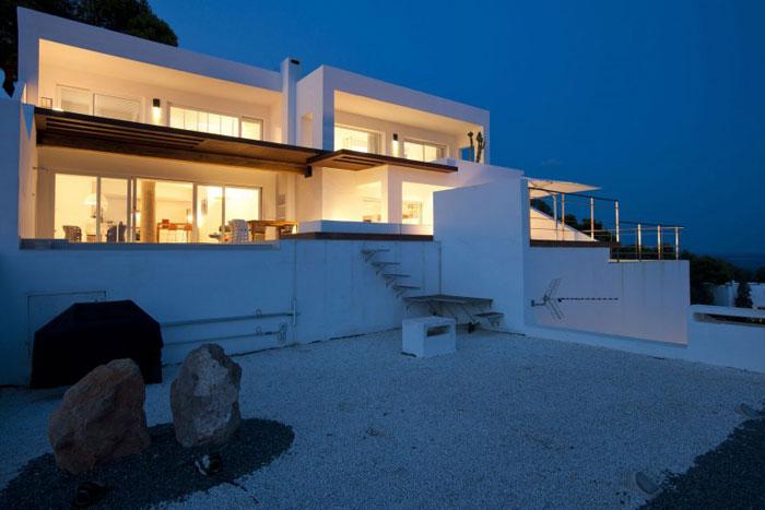 69685894803 Ren och enkel Dupli Dos House designad av Juma Architects