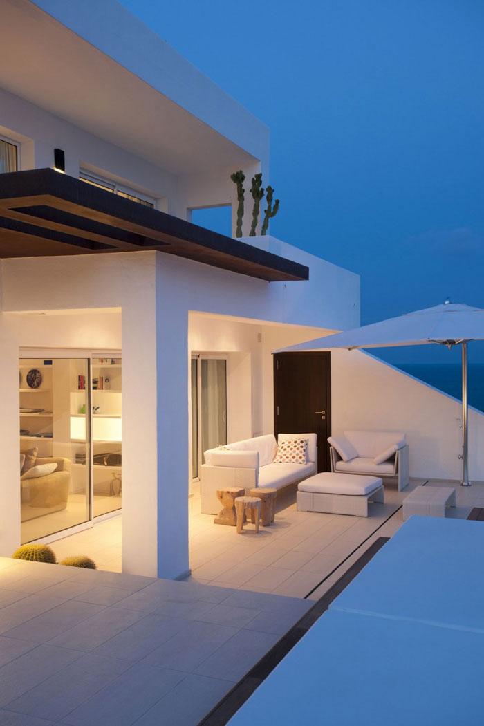 69685904786 Ren och enkel Dupli Dos House designad av Juma Architects