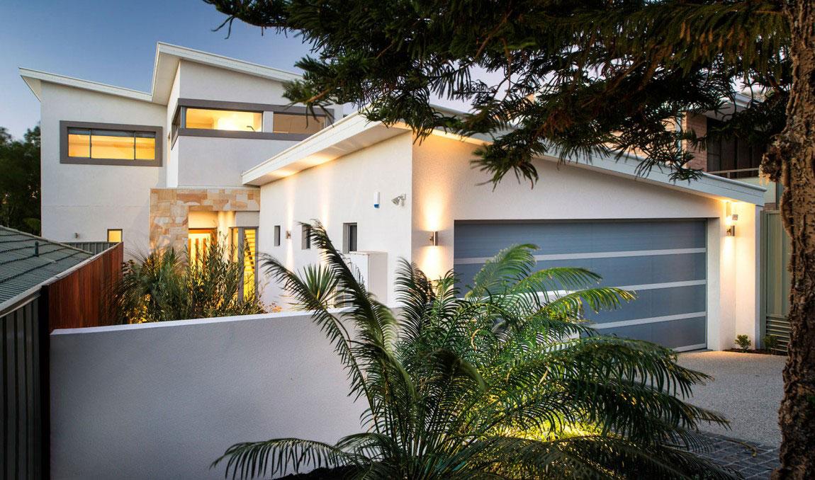Ett prickigt hus med ett överflöd av fönster designat av bostadsinställningar 2 Ett prickigt hus med ett överflöd av fönster designat av bostadsinställningar