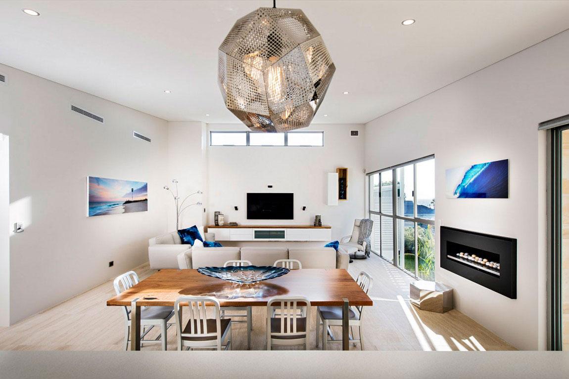 Ett prickigt hus med ett överflöd av fönster designat av bostadsinställningar 7 Ett prickigt hus med ett överflöd av fönster designat av bostadsinställningar