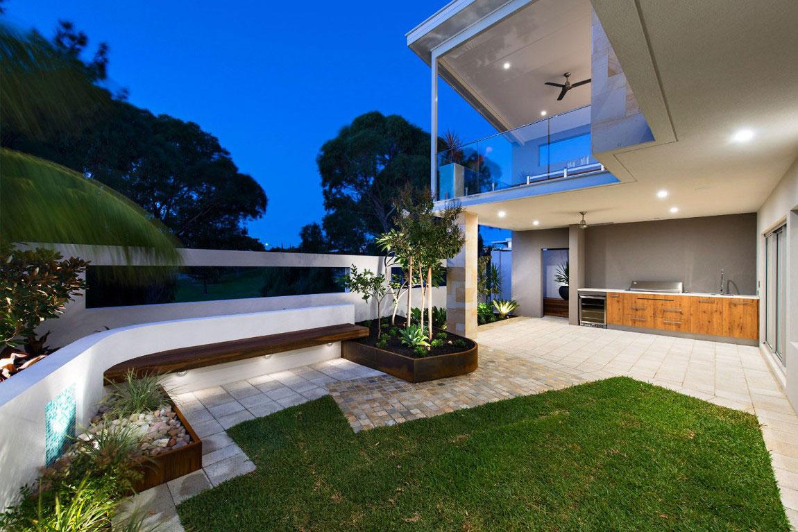 Ett prickigt hus med ett överflöd av fönster designat av bostadsinställningar 15 Ett prickigt hus med ett överflöd av fönster designat av bostadsinställningar