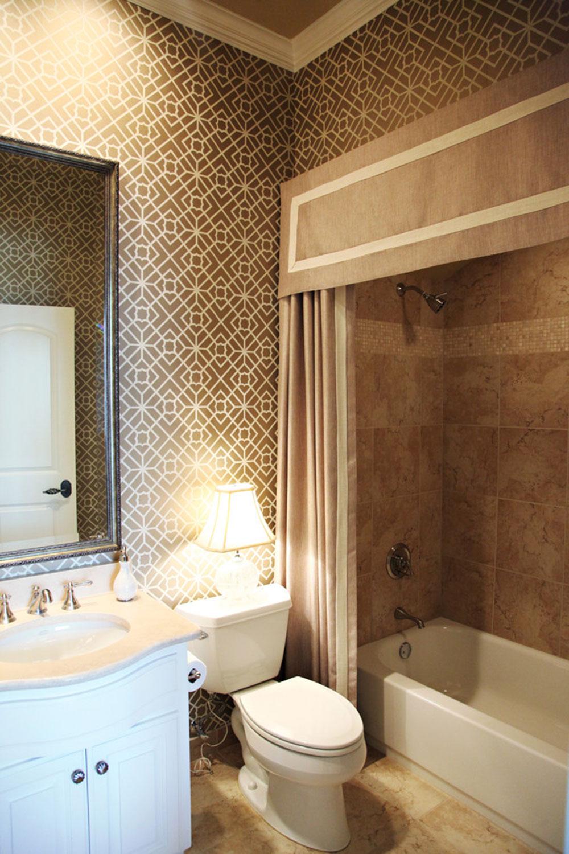 Förbättra ditt badrums utseende med trendiga duschdraperier 10 trendiga duschdraperier för ditt badrum